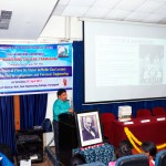 Dr-Savoikar-presenting-biography-of-Dr-deMello